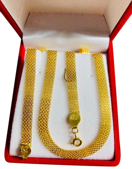 Preload https://img-static.tradesy.com/item/25231176/gold-with-chain-necklace-0-1-540-540.jpg