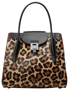 855fca53cb72 Michael Kors Leopard Bags - Up to 90% off at Tradesy
