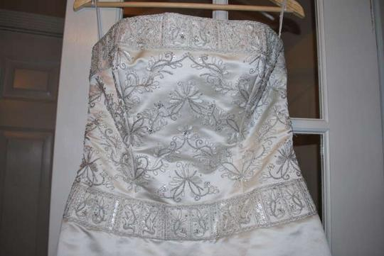 Jim Hjelm Occasions Ivory Silk 8562 Traditional Dress Size 8 (M)