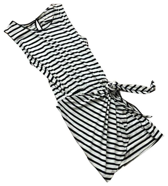 Item - Black and White Short Casual Dress Size 8 (M)