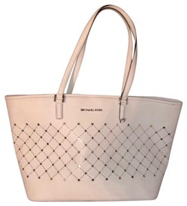 MICHAEL Michael Kors Tote in White with silver