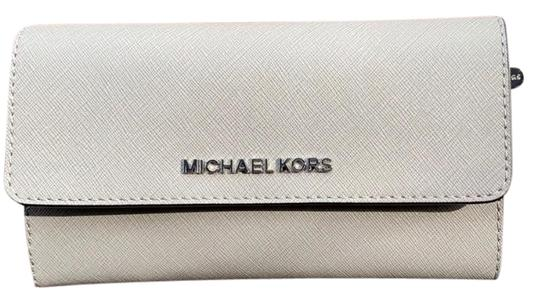 Preload https://img-static.tradesy.com/item/25239334/michael-michael-kors-pearl-gray-large-jet-set-travel-trifold-wallet-0-1-540-540.jpg