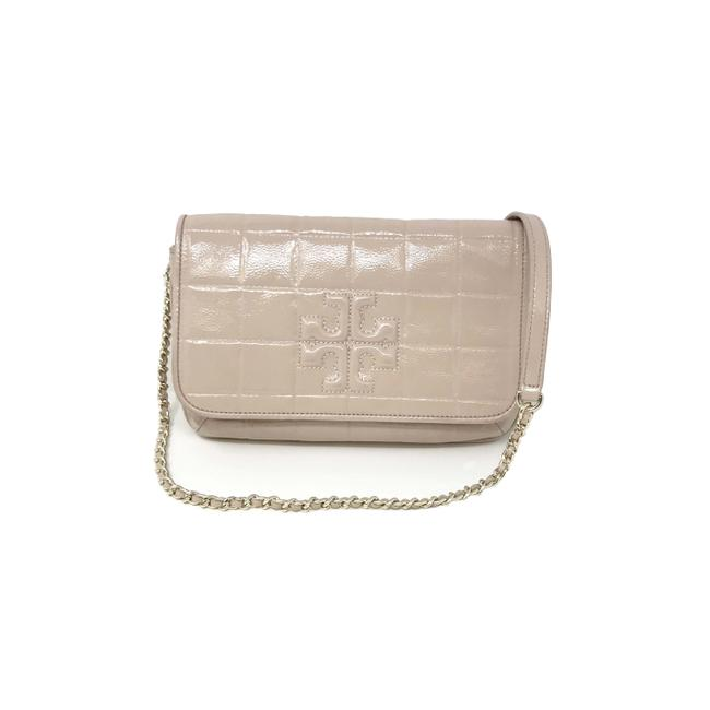 Item - Marion Clutch Quilted Women's Light Oak Patent Leather Cross Body Bag