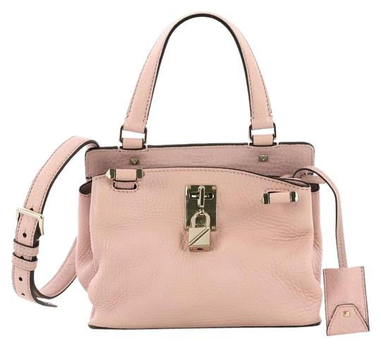 Preload https://img-static.tradesy.com/item/25239514/valentino-joy-lock-top-handle-small-pink-leather-satchel-0-1-540-540.jpg