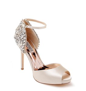 Badgley Mischka Ivory Vanity Crystal Embellished Pumps Size US 6.5 Regular (M, B)