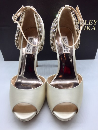 Badgley Mischka Ivory Vanity Crystal Embellished Pumps Size US 6.5 Regular (M, B) Image 5