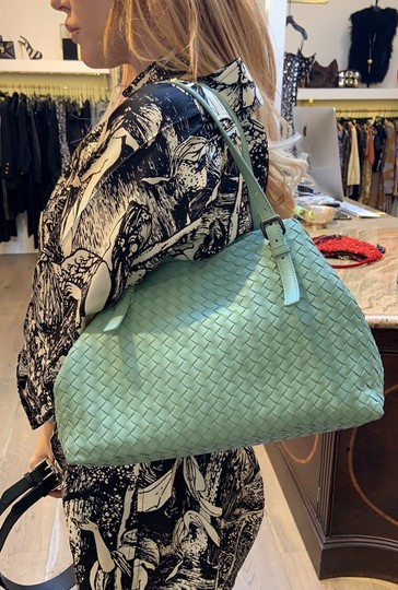 Bottega Veneta Tote in Green Image 11
