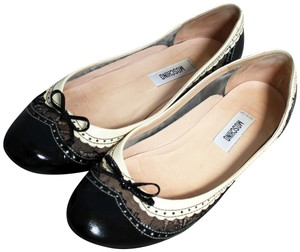 Moschino Patent Leather Wingtip Lace Bow Round Toe Black & Ivory Cream Flats