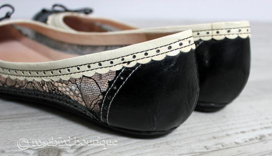 Moschino Patent Leather Wingtip Lace Bow Round Toe Black & Ivory Cream Flats Image 10