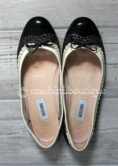 Moschino Patent Leather Wingtip Lace Bow Round Toe Black & Ivory Cream Flats Image 2