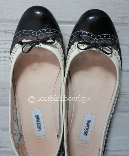 Moschino Patent Leather Wingtip Lace Bow Round Toe Black & Ivory Cream Flats Image 4