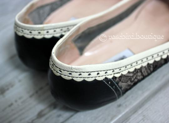 Moschino Patent Leather Wingtip Lace Bow Round Toe Black & Ivory Cream Flats Image 5