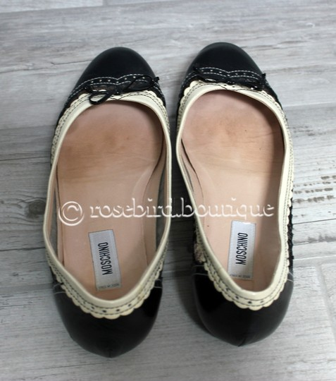 Moschino Patent Leather Wingtip Lace Bow Round Toe Black & Ivory Cream Flats Image 6