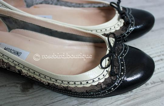 Moschino Patent Leather Wingtip Lace Bow Round Toe Black & Ivory Cream Flats Image 7