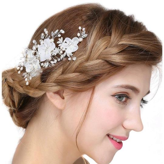 Floral Hair Accessory Image 1