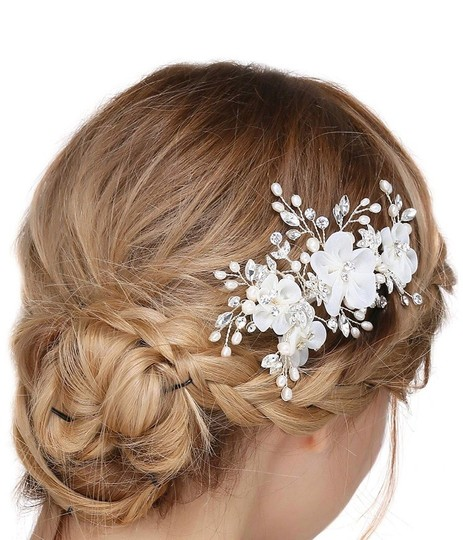 Floral Hair Accessory Image 2