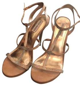 a0277112b9f Steve Madden diamond with gold highlights Sandals