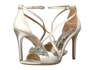 Badgley Mischka White Vanessa Crystal Embellished High Heel Sandals Size US 8.5 Regular (M, B)