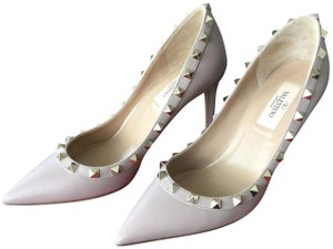 a4e2052945c Valentino Pumps on Sale - Up to 70% off at Tradesy