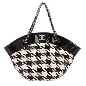 5e2d2aa9719349 Chanel Houndstooth Patent Leather Cc Logo Tote in Black cream