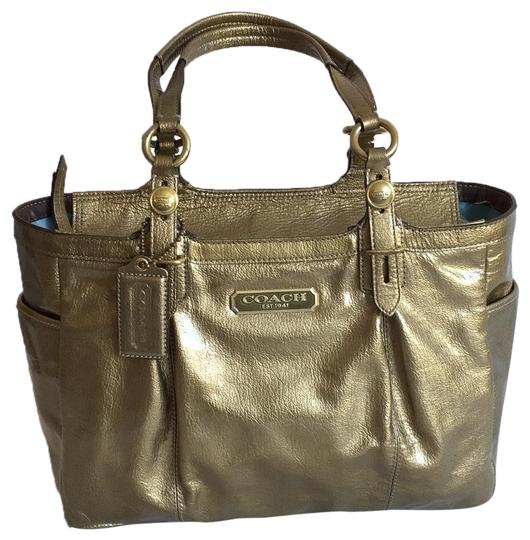 Preload https://img-static.tradesy.com/item/25249767/coach-top-zip-gold-patent-leather-tote-0-1-540-540.jpg
