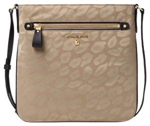c066fa26ce89 Michael Kors Crossbody Bags - Up to 70% off at Tradesy