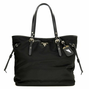 fed99e5e869895 Prada Crossbody Bags - Up to 70% off at Tradesy (Page 2)