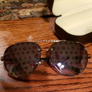 8ae7d098c5b8 Louis Vuitton Louis Vuitton monogram aviator style sunglasses. These are  nothing short of fabulous!