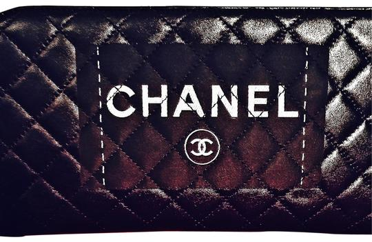 Preload https://img-static.tradesy.com/item/25252826/chanel-clutch-quilted-black-lambskin-leather-clutch-0-5-540-540.jpg