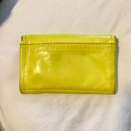 Marc Jacobs Wristlet in yellow Image 4