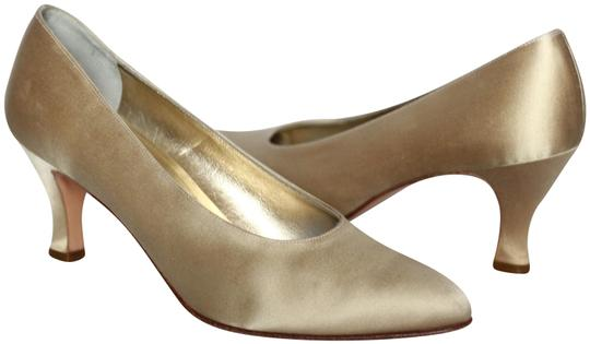 Preload https://img-static.tradesy.com/item/25253077/salvatore-ferragamo-gold-silk-classic-pumps-size-us-8-regular-m-b-0-1-540-540.jpg