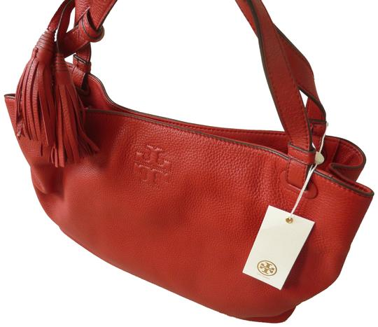 Preload https://img-static.tradesy.com/item/25253879/tory-burch-thea-center-zip-logo-red-leather-tote-0-1-540-540.jpg