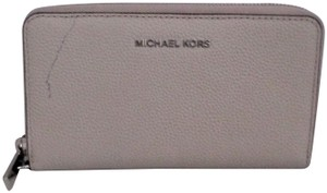 dc6f4a79929e Michael Kors Tech Accessories on Sale - Up to 70% off at Tradesy