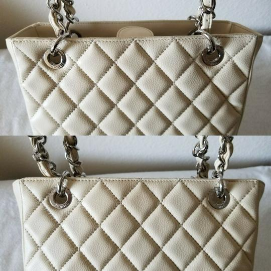 Chanel Tote in Ivory Image 8