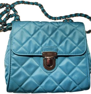 9170ab5781a Prada Bags on Sale - Up to 70% off at Tradesy