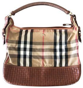 7370f64e203c Beige Burberry Hobo Bags - Up to 90% off at Tradesy