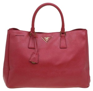 d4bda4347752 Prada Totes on Sale - Up to 70% off at Tradesy