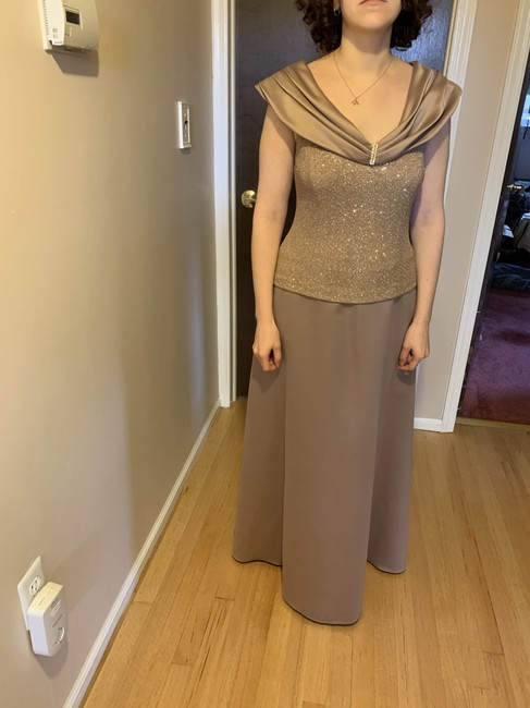 Item - Tan Polyester Floor Length Formal Bridesmaid/Mob Dress Size 8 (M)