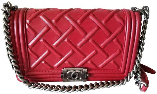 Preload https://img-static.tradesy.com/item/25261221/chanel-boy-medium-le-color-silver-hardware-red-calfskin-leather-cross-body-bag-0-1-540-540.jpg