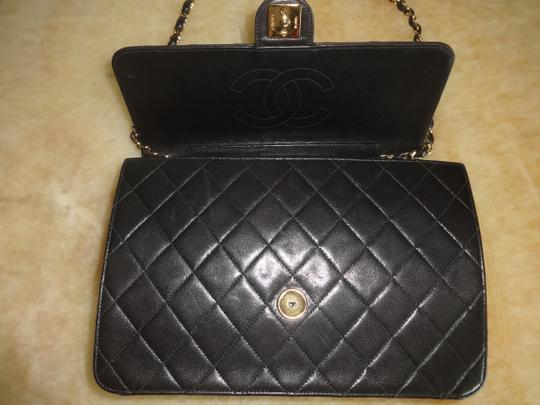 Chanel Vintage Shoulder Bag Image 8
