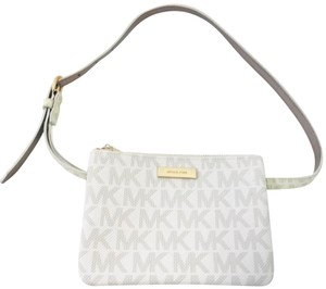 52146d674885d5 Michael Kors Signature Bags & Accessories - Up to 80% off at Tradesy
