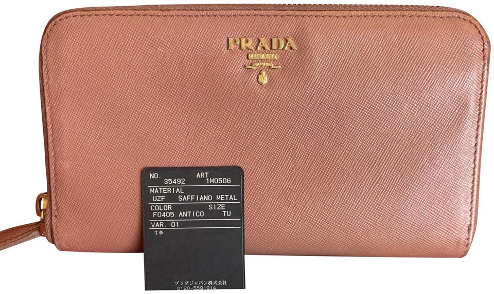 cdebaec574c0 Prada Clutches on Sale - Up to 70% off at Tradesy