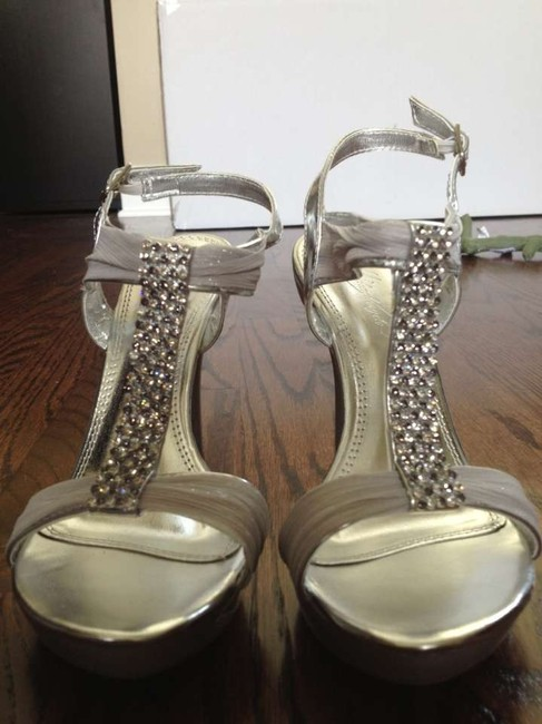 Item - Silver Aelize12 Formal Size US 6