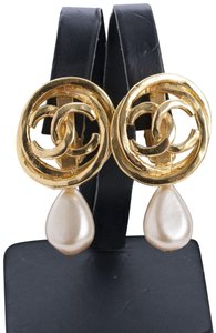 Chanel Vintage Gold Plated Statement Pearl