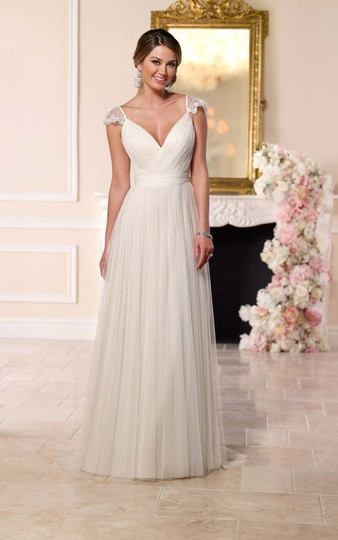 Preload https://img-static.tradesy.com/item/25267321/stella-york-ivory-french-tulle-and-lace-6199-vintage-wedding-dress-size-8-m-0-0-540-540.jpg