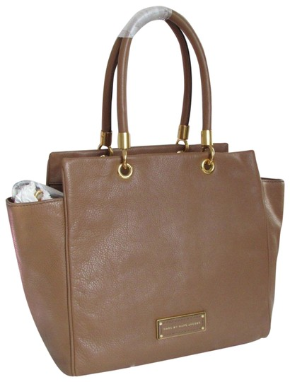 Preload https://img-static.tradesy.com/item/25267628/marc-by-marc-jacobs-too-hot-to-handle-bentley-top-zip-winged-new-with-tags-large-tan-brown-pralinego-0-1-540-540.jpg