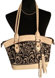Patricia Nash Designs Leather Zippered Closure Two Side Pockets Interior Pockets Shoulder Bag