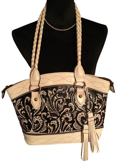 Preload https://img-static.tradesy.com/item/25267641/patricia-nash-designs-tooled-black-and-white-leather-shoulder-bag-0-1-540-540.jpg