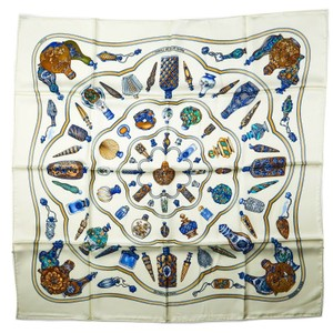 f7693e525c3 Hermès Scarves on Sale - Up to 70% off at Tradesy