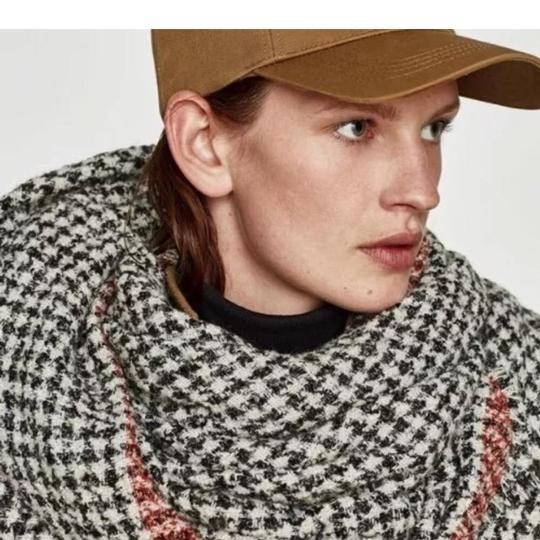 Zara Soft feel houndstooth scarf with contrasting striped detail Image 4